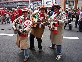Click for photos of us in Cardiff for the Wales - Barbarians match.